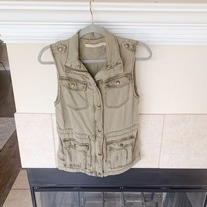 MAX JEANS - ARMY GREEN VEST